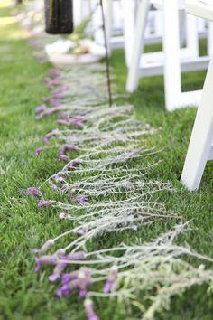 DIY décoration de cérémonie de mariage: une allée de lavande