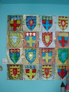 blasons pour rois et chevaliers                                                                                                                                                                                 Plus First Grade Gifts, Medieval Party, Medieval Crafts, Castles Topic, Chateau Moyen Age, Castle Crafts, Fairy Tale Crafts, Vbs Themes, 6th Grade Art