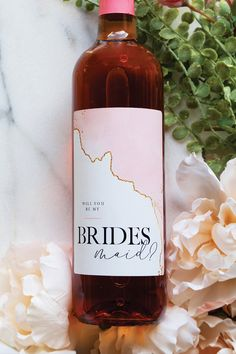 Will you be my bridesmaid wine label. Will you be my bridesmaid wine label. Brides Maid Proposal, Groomsmen Proposal, Bridesmaid Gift Boxes, Bridesmaid Proposal Gifts, Will You Be My Bridesmaid Gifts, Wedding Proposals, Marriage Proposals, Asking Bridesmaids, Bridal Gifts