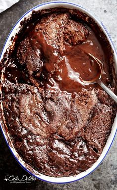 Hot Fudge Chocolate Pudding Cake is extremely easy to make! A rich chocolate fudge sauce forms underneath a layer of chocolate cake while baking, by itself! Chocolate Fudge Sauce, Chocolate Cobbler, Chocolate Pudding Recipes, Chocolate Flavors, Chocolate Cake, Easy Pudding Recipes, Molten Chocolate, Microwave Chocolate Pudding, Chocolate Volcano Cake