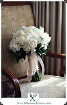 le bouquet de la mariée Wedding Dress Accessories, Wedding Dresses, Grand Jour, Flower Bouquet Wedding, Bouquets, Dream Wedding, Table Decorations, Projects, Flowers