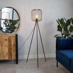 The special and tough design of floor lamp Marion is made of metal and is a treat to the eye! Thanks to the open fixture, the light is atmospherically distributed throughout the room. Where do you place this beautiful floor lamp? Industrial Floor Lamps, Industrial Ceiling Lights, Bright Floor Lamp, Tripod Lamp, Interior Styling, Light Fixtures, Living Room, Home Decor, Designs