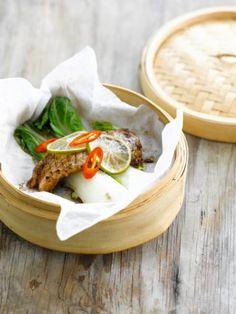 Gestoomde vis met paksoi http://njam.tv/recepten/gestoomde-vis-met-paksoi