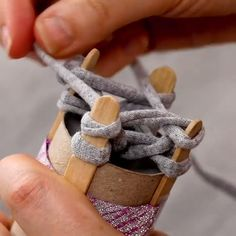 Spare a boring day indoors during the winter months with this clever yarn necklace craft! For more wonderful crafts, DIYs and hacks, join… Diy Crafts Hacks, Diy Home Crafts, Easy Diy Crafts, Craft Tutorials, Fun Crafts, Crafts For Kids, Craft Ideas, Scrapbook Patterns, Yarn Necklace