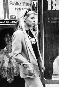 Blondie singer Debbie Harry, New York City, New York, United States, photograph by Chris Stein. Blondie Debbie Harry, Debbie Harry Style, Chris Stein, Estilo Rock, Street Looks, Street Style, Rock And Roll, Zebras, Mode Inspiration