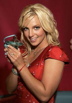 aAfkjfp01fo1i-14835/loc30/_Britney_Spears_Pushes_Her_New_Perfume_3.jpg