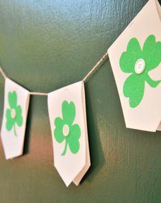 Make a hanging #StPatricksDay #banner with your child this March! #craftsforkids #fourleafclover #shamrock