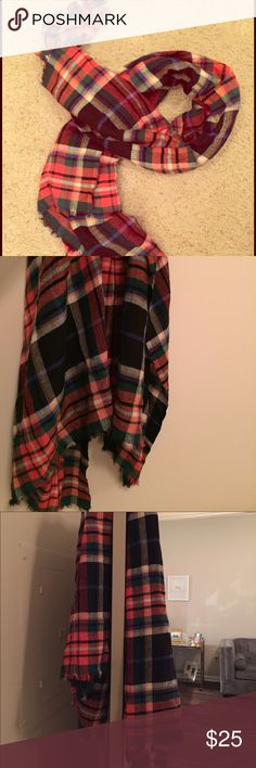 """Patterned Chunky Banana Republic Scarf Big and comfy. Several """"fall colors"""" in one scarf. Worn once. Banana Republic Accessories Scarves & Wraps"""