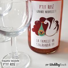 Idée originale pour annoncer votre grossesse: étiquette à coller sur bouteille de rosé, à offrir à la famille ou aux amis pour annonce heureux événement ©weddingtouch