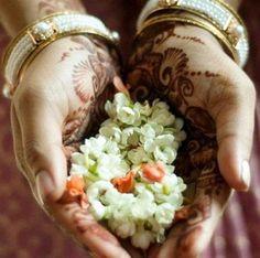 deze indiase bloemengift is een vorm van een ritueel.