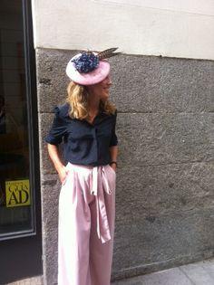Pantalones Rita Von 95.90€, blusa 78.90€ y tocado Rita Von 78.90€  Total. Look Rita Von.