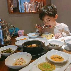 My future child Cute Asian Babies, Korean Babies, Asian Kids, Cute Babies, Kids Boys, Baby Kids, Baby Boy, Cute Family, Happy Family