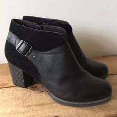 0b84ba530ca79 UK SIZE 8.5 9 WOMENS CLARKS BLACK LEATHER AND SUEDE ANKLE BOOTS STRAP BUCKLE