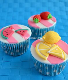 summer fruit cupcakes how to Shared by Career Path Design Fondant Cupcakes, Cupcake Cookies, Baking Cupcakes, Cupcakes Aux Fruits, Cupcake Wars, Summer Fruit, Savoury Cake, Cute Cakes, Cupcake Recipes