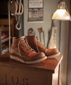It was 10 years ago that S. Today, the leather has become one of the signature leather of Red Wing and is used for various styles of footwear of the brand. Red Wing Boots, Mens Boots Fashion, Sneaker Boots, Wedge Boots, Cool Boots, Winter Shoes, Shoe Collection, Leather Shoes, Men's Shoes