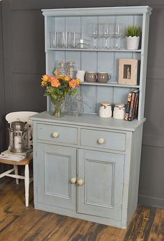 Chic Kitchen Dresser Do kitchen dressers get any bett . Chic Kitchen Dresser Do kitchen dressers get any better than this ! We adore this Shabby Chic Bleu, Shabby Chic Vintage, Style Shabby Chic, Shabby Chic Living Room, Shabby Chic Kitchen, Shabby Chic Furniture, Shabby Chic Decor, Kitchen Decor, Kitchen Storage