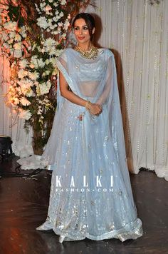 The hot and sizzling bollywood personality never refrains from taking the plunge and trying new styles and setting a new trent with every outfit she wears. Spotted in a mind boggling light blue and silver floor length lehenga, she made sure that all eyes wee on her as she walked in at the Bipasha-Karan wedding reception.