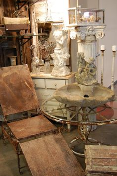 We are just back from another amazing weekend at Farm Chicks. Again it gets so crazy busy it is hard to really savor everything the way I . Flea Market Displays, Store Window Displays, Shop Displays, Flea Markets, Vintage Shop Display, Vintage Shops, Couches For Sale, Antique Market, Fleas
