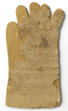 Silk pontifical glove of Pierre de Courpalay, from the first quarter of the 14th century. Produced in France, now at the Paris, musée de Cluny - musée national du Moyen-Age.