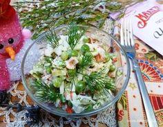 Салат из крабовых палочек и зеленого горошка. Ингредиенты: крабовые палочки, горошек зеленый замороженный, капуста пекинская