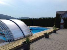 Terrassenboden aus kesseldruckimprägniertem Holz, glatt gehobelt inkl. integrierter Poolüberdachung auf Schienensystem