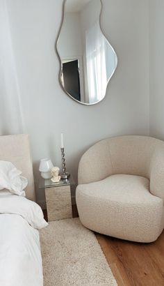 Room Ideas Bedroom, Home Decor Bedroom, Home Room Design, Home Interior Design, Minimalist Room, Aesthetic Room Decor, House Rooms, Room Interior, Room Inspiration
