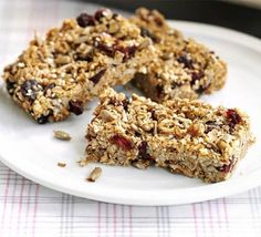 These granola bars are great for lunchboxes, breakfast on the run or just with a cup of coffee