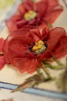 Organza Ribbon Poppies, Tutorial from Di van Niekerk.