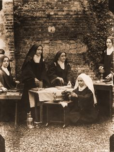 sainte-Therese-de-Lisieux polishing the sacred vessels ( chalice, ciborium etc)