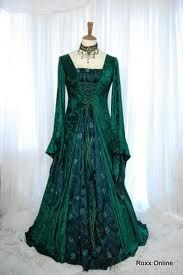 Deep green medieval style dress :)  -from google images
