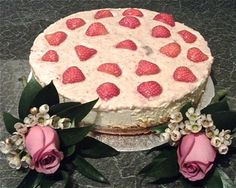 LOW CARBOHYDRATE STRAWBERRY CHEESECAKE BY ERIC WAY