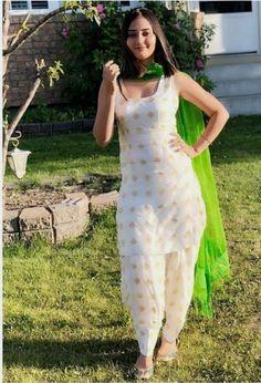 Patiala Salwar Suits, Salwar Dress, Punjabi Dress, Punjabi Fashion, Indian Bridal Fashion, Indian Fashion Dresses, Punjabi Suits Party Wear, Party Wear Lehenga, Saree Blouse Neck Designs