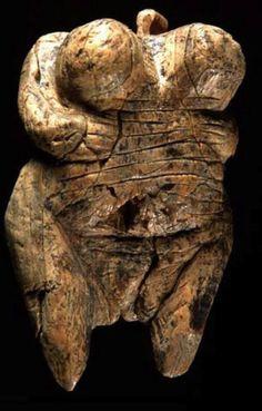Venere di Hohle Fels, ca 35.000 - 40.000 a.C., avorio di Mammut, da Schelklingen (Germania). Università Eberhard Karl di Tubinga