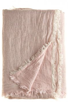Dusty pink linen blanket, looks soo comfy Textiles, Linen Bedding, Linen Fabric, Bedding Sets, Deco Rose, Linens And Lace, Pretty In Pink, Blush Pink, Home Accessories
