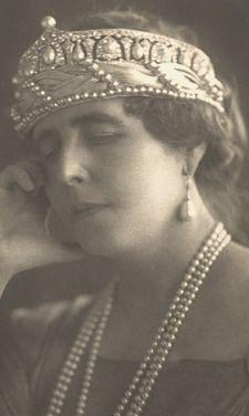 Diamond and Pearl tiara Romania. Queen Marie of Romania, nee Princess of the United Kingdom