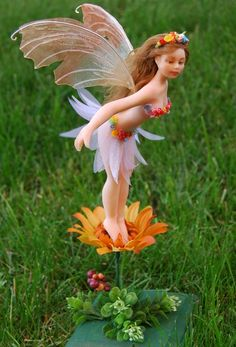 Polymer Clay Fairy, Polymer Clay Sculptures, Polymer Clay Dolls, Polymer Clay Creations, Sculpture Clay, Fairy Templates, Biscuit, Fairy Tree, Clay Fairies