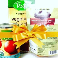 It's 12 Days of Garlic Clove Foods Gift Ideas! Day 4: Veggie Chili Care Package.  Kids away at college? Friends live far away? Send them a hug in the form of a complete vegetarian chili meal kit! Pack up our Three Bean & Quinoa Chili with low sodium veggie broth and your favorite canned organic tomatoes. Tuck in a little love note and you've got the gift of healthy comfort food. What more could you ask for?  #12daysofchristmas #12daysofgifts #giftofgoodfood #vegan #veganfood #vegangifts…