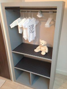 Création d'un dressing pour enfant à partir... Dream Baby, Baby Boy Rooms, Baby Bedroom, Nursery Room, Bedroom Decor, Kids Bedroom, Single Wardrobe, Ikea Kallax, Ikea Wardrobe Hack