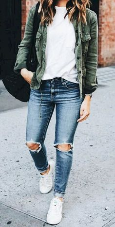 45 Inspiring Fall Outfits for the Best Look - Distressed T Shirt - Ideas of Distressed T Shirt - women's distressed blue jeans white crew neck shirt and green chambray button-up jacket outfit Casual Winter Outfits, Everyday Casual Outfits, Winter Mode Outfits, Winter Fashion Outfits, Spring Outfits, Autumn Fashion, Party Fashion, Fashion Dresses, Fashion Fashion