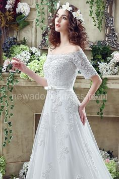 Elegant Off-the-shoulder Lace Appliques Wedding Dress 2016 Bowknot Lace-up