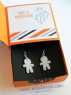 Stampin' Up! Cookie Cutter Halloween Gift Box Card with Shrinky Dink Earrings inside #stampinup www.juliedavison.com