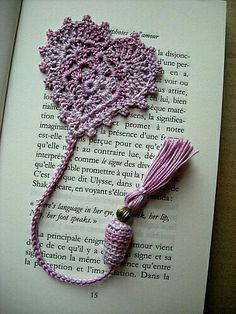 marque-page.jpg Lovely lace bookmark with tassle Crochet Bookmark Pattern, Crochet Bookmarks, Crochet Cross, Thread Crochet, Love Crochet, Crochet Gifts, Crochet Motif, Beautiful Crochet, Crochet Designs
