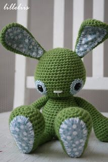 Cute crochet bunny. Free pattern on lilleliis blog