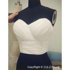Un bustier de robe de mariée drapé