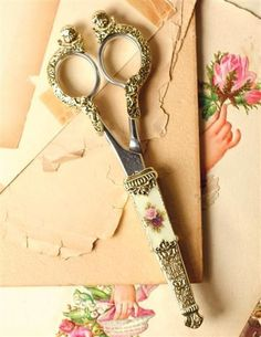 queenbee1924: 1928 Jewelry Co. scissors via Beautiful things I love ❦ | Pinterest)