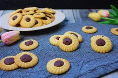 Křupavé máslové sušenky s belgickou čokoládou Cakepops, Cookies, Food, Crack Crackers, Cake Pop, Eten, Cookie Recipes, Cake Pops, Meals
