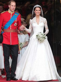 Iconic Wedding Dresses: Thousands Flock To Visit Kate's Gown : Kate Middletons Wedding Dress