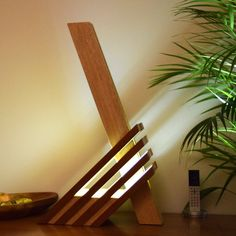 lampe bois, d'exception en Sipo et Frake,un design peu commun: OSTANA - All For House İdeas Wood Projects, Woodworking Projects, Diy Floor Lamp, Antique Lamps, Rustic Lamps, Vintage Lamps, Wooden Lamp, Wood Design, Design Design