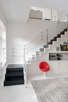 interior ideas - The attic apartment located in the fundamental Linnéstaden area in Gothenburg includes a total of 3 bedrooms, occupying a high of 132 square meters. Home Stairs Design, Attic Design, Railing Design, Duplex Design, Attic Apartment, Attic Rooms, Apartment Interior, Attic Playroom, Attic Bathroom