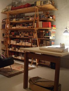 Sawhorse bookshelves great in a workshop or man space Home Office Design, House Design, Storing Books, Home Libraries, Book Nooks, Vintage Design, Bookshelves, Bookcase Wall, Interiores Design